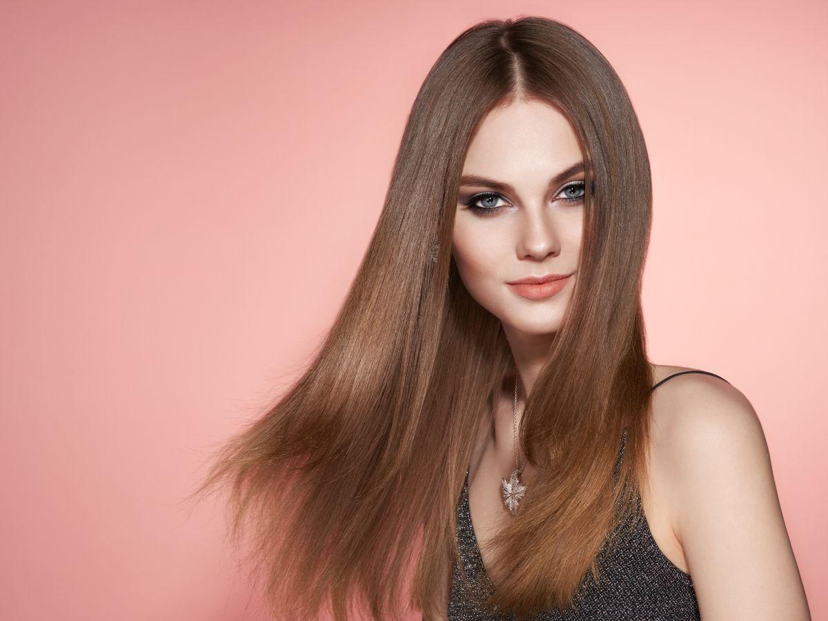 piękne brązowe puszyste włosy